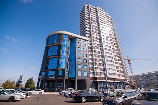 Обрамляют торговый центр Sunrise City два бизнес-центра класса А. Оба бизнес-центра имеют панорамное остекление. Общая площадь офисов составляет 4 тыс. кв. метров
