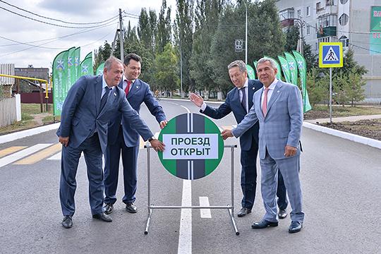 За время работы в Ютазах Нуриев на зависть успешно заводил район в республиканские программы, особенно связанные с благоустройством