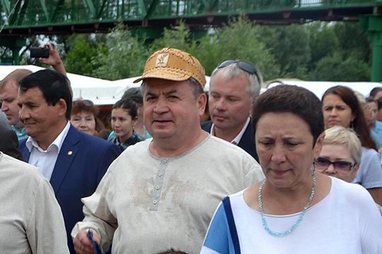 Даже сейчас, спустя девять лет управления, в Елабуге бытует мнение, что Емельянову так и не удалось почувствовать город своим