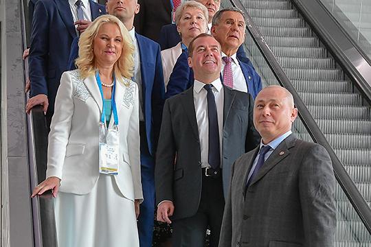 Сразу на четыре ступени поднялся Роберт Миннегалиев (на переднем плане), помощник президента РТ по вопросам проекта выставочного комплекса Kazan Expo WorldSkills Arena
