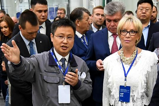 Впервые попала Топ-100 (и сразу на 70-е место) Людмила Романова, руководитель представительства концерна Haier в России. По оценкам экспертов, именно она играет ключевую роль в формировании в Челнах анклава китайских инвестиций