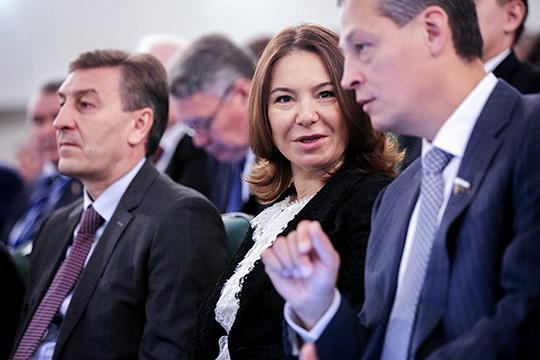 У Фаррахова (слева) принято 4 из 16 законопроектов.На счету Хайруллина (справа) только 1 принятый из 4. И только 1 законопроект был внесен Альфией Когогиной, но она чаще входит в группы инициаторов