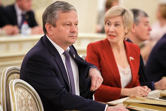 Марата Бариева называют «сильным региональным лоббистом», который успешно привлекает в РТ бюджетные инвестиции. А Павлова — единственная из татарстанских депутататов, за которой не замечено никакой лоббистской деятельности