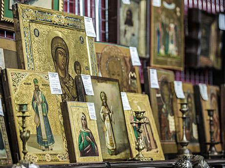 За5,4млн рублей Минкульт приобрел коллекцию антикварных предметов нарелигиозную тематику. Вроли продавца выступило ООО«АФЛига», подконтрольноеАлександру иЛюдмиле Пономаревым