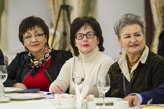 Резеда Ахиярова(в центре) продала права насемь своих произведений оптом за216тыс. рублей