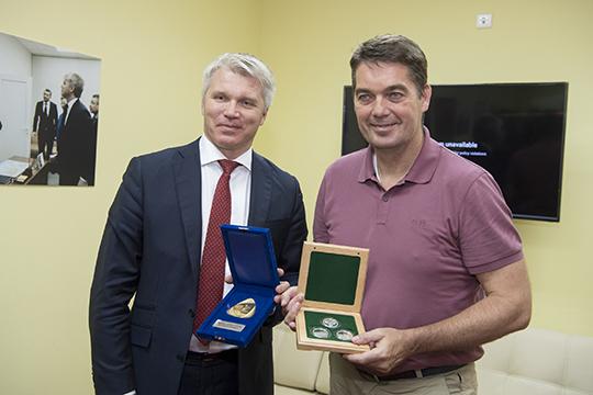 Министр спорта России П. А. Колобков и президент международной федерации бадминтона Поуль-Эрик Хейер
