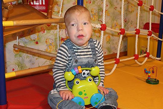 У Леши Фролова редкое генетическое заболевание, таких детей всего около двухсот на планете