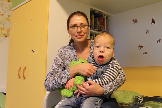 Леше очень пригодилось бы кресло-коляска, которое необходимо для реабилитации. Но оно стоит очень дорого –304 140 рублей
