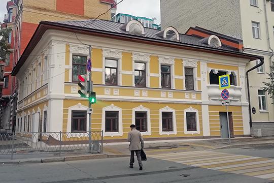 «Реставрация— это процесс небыстрый идорогой. Например, дом наулице Жуковского мыделаем уже шесть лет, сучетом оформления всех необходимых бумаг»