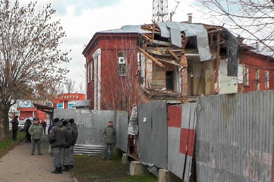 Новый градостроительный скандал в Дербышках сегодня утром перерос в потасовку с местными жителями