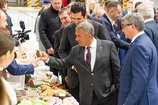 Вцеремонии открытия РЦ«Казань» принял участие президент РТРустам Минниханов. Глава республики отметил, что благодаря комплексу создано 500 новых рабочих мест