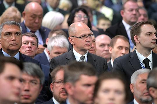 Сергей Кириенко (в центре)