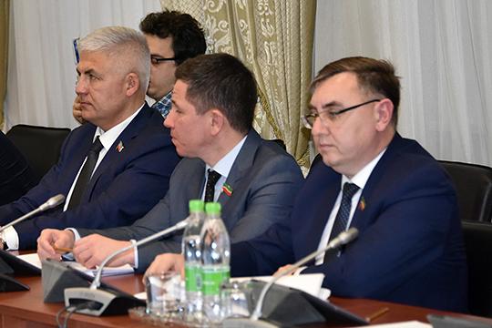 Дректор ТПП «ТатРИТЭКнефть» Николай Нефедов (справа) подсчитал, что в 2019 году произошло снижение объемов программы почти в три раза, по сравнению с 2018 годом