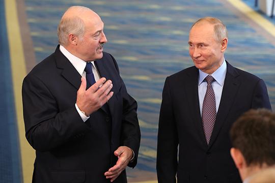 «Если речь идет опередаче части полномочий, например, пообороне ивнешней политике отРоссии иБелоруссии президенту Союзного государства, тоэти полномочия без референдума передать нельзя»
