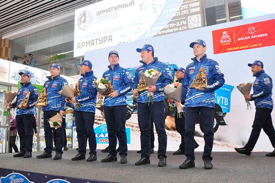 17-ти кратных победителей ралли-марафона «Дакар-2020», команду «КАМАЗ-мастер», сегодня встретили в аэропорту Бегишево