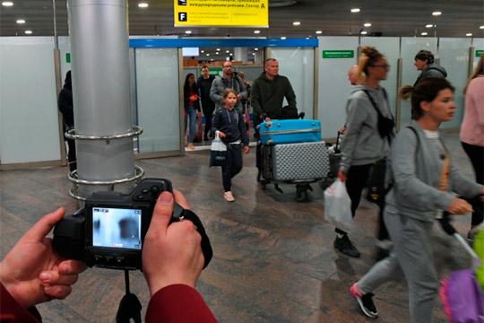 Было принято решение закрыть границу наДальнем Востоке, также приостановить железнодорожное пассажирское сообщение сКитаем, ароссийские авиаперевозчики с1февраля работают только вчартерном режиме