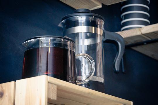 «У нас бразильский кофе, приготовленный в кофемашине, а также продаем зерновой кофе разных стран мира. В Италии почти все пьют эспрессо, а у нас по статистике 70% населения пьют капучино!»