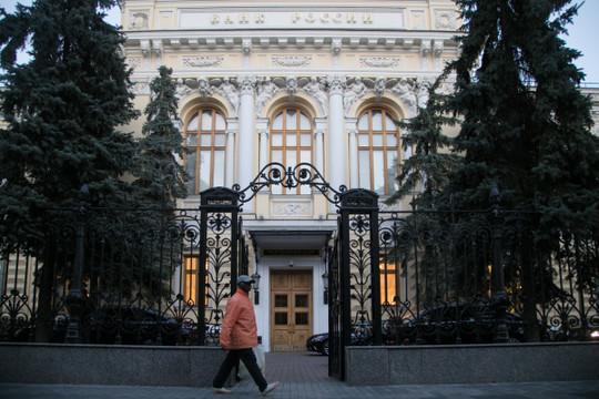 «Схема сделки — ЦБ продаст 52% голосующих акций банка правительству по их рыночной стоимости. Сейчас она составляет 2,5 трлн рублей»