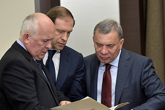 По заявлению оборонного вице-премьера РФ Юрия Борисова (справа), долг предприятий ОПК достиг астрономических двух с лишним триллионов рублей и треть этой суммы не будет погашена никогда
