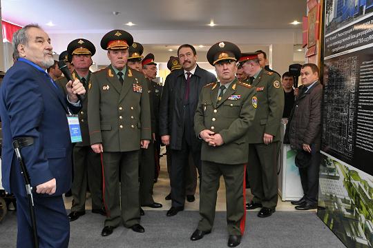 По одной из версий, смена собственника в казанском ГАПе под руководством Бориса Тихомирова (слева) произошла из-за того, что институт, как главный ответственный за модернизацию КАЗа, влез в долги