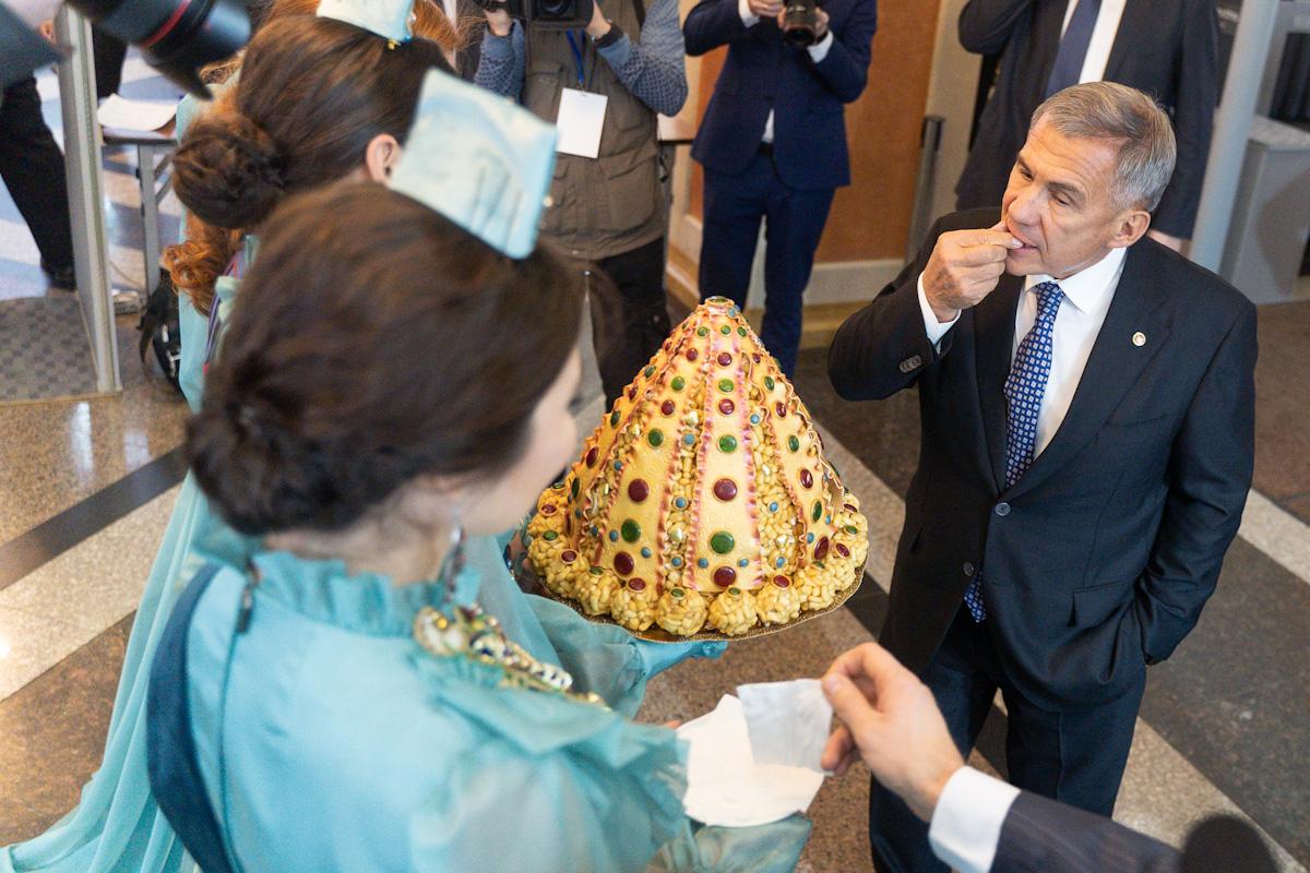 Рустам Минниханов: «Кил монда, наследный принц!»