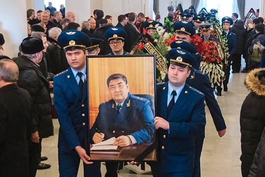 Амиров отдал службе ворганах прокуратуры более 40 лет, внес огромный вклад вразвитие правовой системы исовременного парламентаризма республики