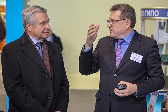 «Надо сказать спасибо команде Лаврентьева (слева) за то, что создали Ми-8МТВ-5, который сейчас всех кормит, в том числе, Улан-Удэ»