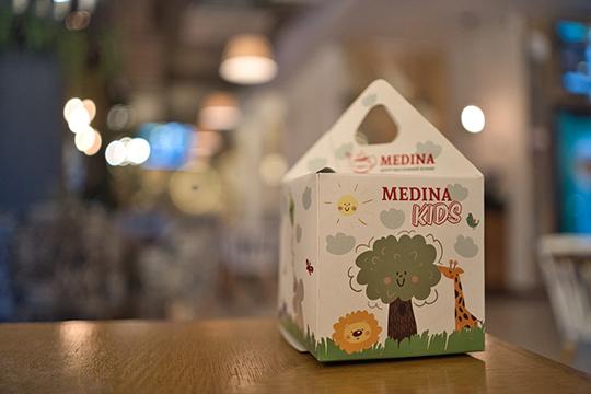 """«Как говориться, все самое лучшее — детям, — подчеркнула управляющая сети Medina Food. — Набор для детей соответствует всем стандартам """"халяль"""" и стоит недорого — 250 рублей. Детишки довольны»"""