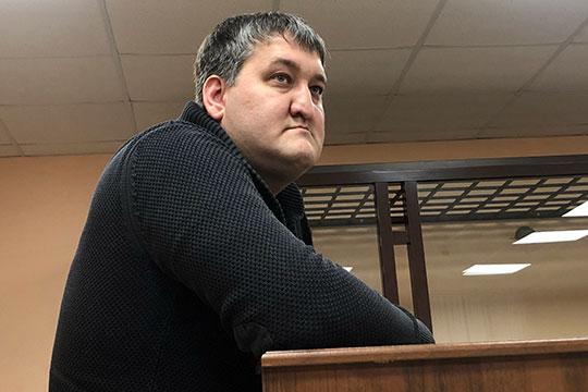Единственный, кто пришел во вторник, это Рустам Хакимов. Раньше он был замом председателя правления ТФБ — официально с июня 2016 до марта 2017 года