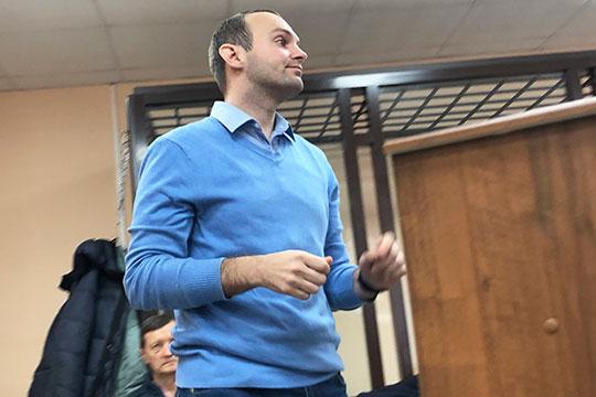 В 2014 году Денис Тумак стал номинальным директором в ЗАО «Гелио-Полис» за 10 тыс. рублей в месяц