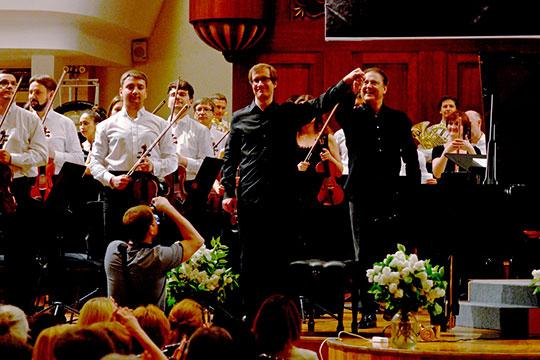 «16 октября мы играем с Николаем Луганским симфонию №3 Сергея Рахманинова. Он — выдающийся пианист и потрясающий музыкант, наш друг и товарищ»