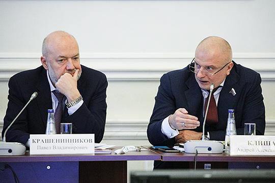 О том, что голосование за поправки в Конституцию пройдет 22 апреля заявил накануне на встрече с Владимиром Путиным сопредседатель рабочей группы по внесению изменений в Основной закон сенатор Андрей Клишас (справа)