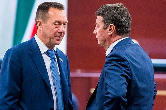 Сегодня утром на внеплановом заседании совет директоров ПАО «Нижнекамскнефтехим» одобрил отставку гендиректора Азата Бикмурзина (слева)