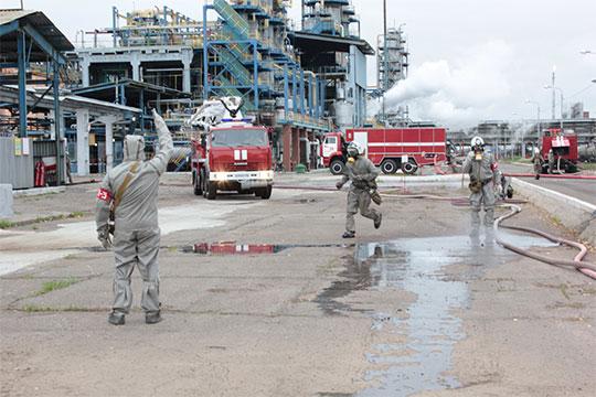 Не последнюю роль в принятии решения об уходе гендиректора НКНХ будто бы сыграло и бремя ответственности за последствия страшного пожара в апреле 2019 года, после которого погибли четверо человек, пострадало 17
