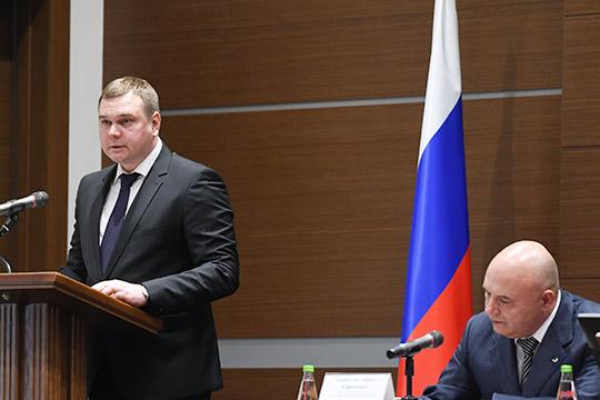 Максим Боровков (слева)