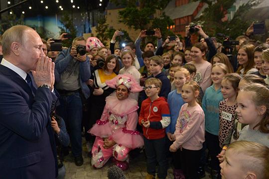 Владимир Путин на открытии нового детского парка «Остров мечты» в Москве, прозванного в народе «российским Диснейлендом»