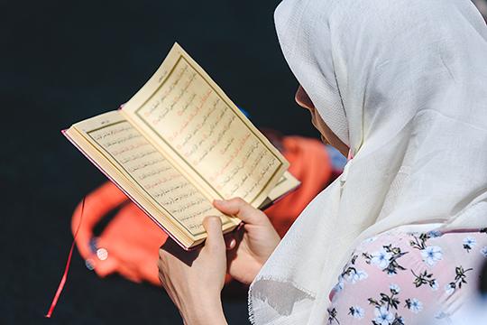 «Мы всегда отличались от своих собратьев в большом исламском мире. У нас была почти стопроцентная грамотность населения. У нас женщина никогда не низводилась до уровня вещи и наложницы»