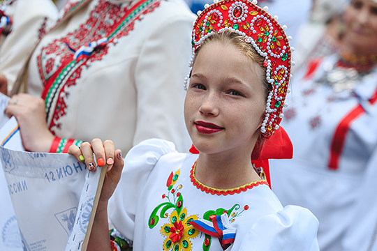 В ст. 68 говорится, что русский язык не просто язык межнационального общения. Подчеркивается особое положение русской нации в многонациональном народе РФ