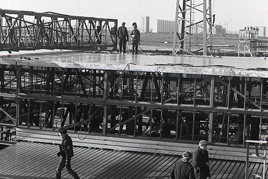 «Когда КАМАЗ начал строиться, там были вопросы — надо ли нам это? Потому что здесь черноземная зона, огромные полезные площади, нельзя ли построить завод где-то в другом месте?»