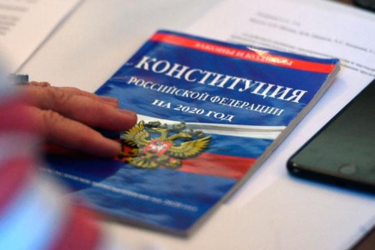 Бурную дискуссию накануне среди общественников, верующих, и различных институтов вызвала поправка президента РФ в Конституцию, посвященная государственному языку страны