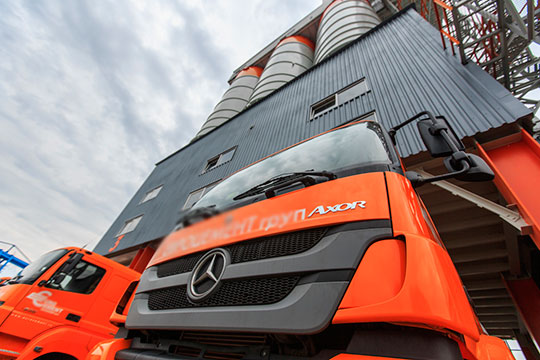 Давний партнер «КАМАЗа» Mercedes также ушел серьезно в минус, на 689 до 4132 машин