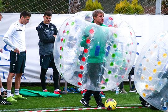 «В ходе таких мероприятий можно стереть границы между тренерским штабом и игроками, между штабом и персоналом. Поэтому вливаться в «Рубин» было очень легко и не только мне»