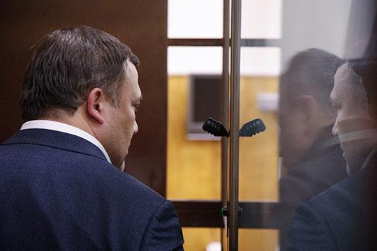 В Хамовнический суд Москвы гендиректора судостроительной корпорации «Ак Барс» и депутата Госсовета РТ Рената Мистахова доставили вчера в 17:30. А задержали еще 3 марта, в 13:00, и допоздна допрашивали