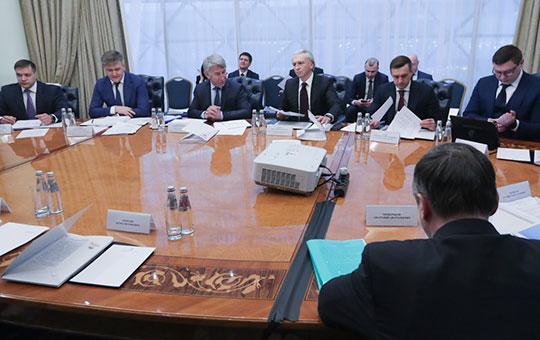 В Москве в закрытом режиме прошло заседание попечительского совета РФС. Одним из гостей стал Тимур Шигабутдинов (слева)