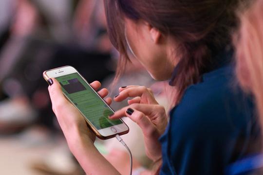 «Люди зависают в соцсетях, и вот-вот общение с компьютером перейдет на новый уровень, даже не словесный, а через систему датчиков, это вопрос ближайшего времени»