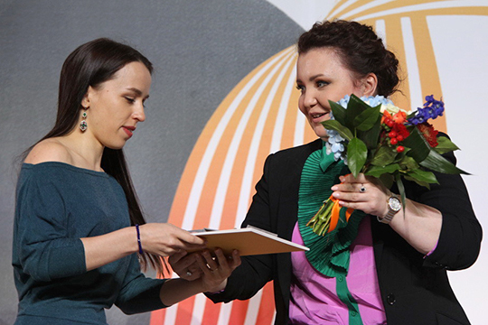 Едвали несамым ярким событием стал дебют насцене казанской оперыАйгуль Хисматуллиной, выпускницы местнойже консерватории, которой, прежде чем быть оцененной дома, пришлось пробиться вМариинку