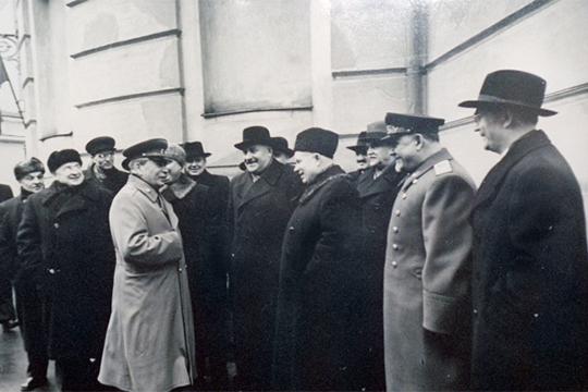 Слева направо: Л.П.Берия, И.В.Сталин, Г.М.Маленков, Л.М.Каганович, Н.С.Хрущев, А.И.Микоян, В.М.Молотов, Н.А.Булганин, И.Г.Первухин
