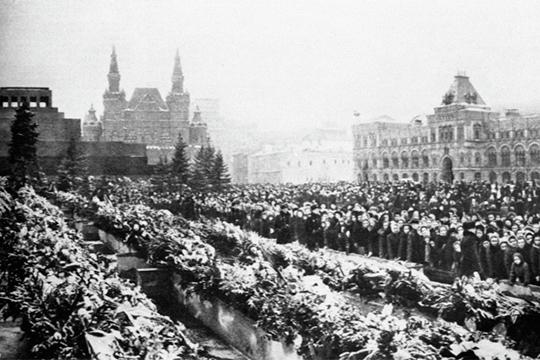 На Красной площади в день похорон Иосифа Сталина 9 марта 1953 года