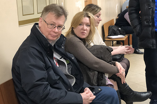 Суду осталосьдопросить еще четверых обвиняемых— Шкодич (вторая слева), Джанбекову, Брысаева иДубовика. Допросы продолжатся 25март