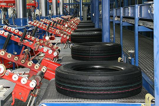 Завод работает по долгосрочным контрактам с ведущими производителями шин и отгружает большую часть каучуков на экспорт